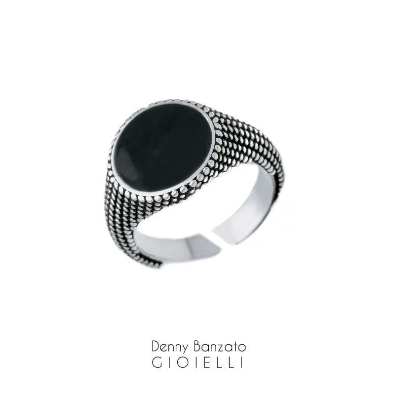 anello-uomo-puntinato-in-argento925-e-pietra-nera
